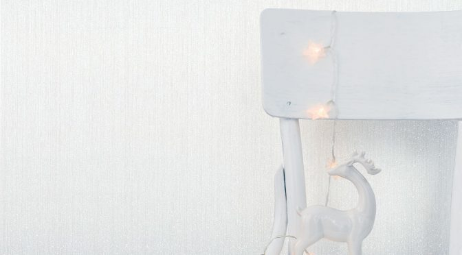 Glorious Crown Jasmine Plain Glitter Wallpaper in White