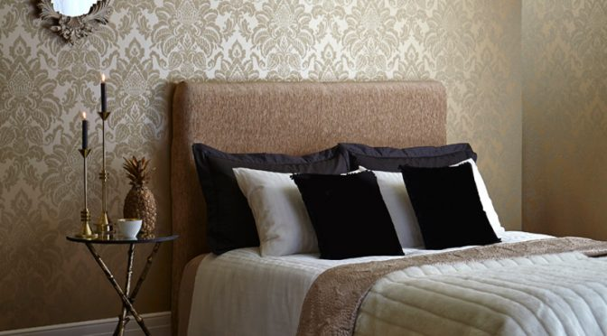 Arthouse Glisten Damask Glitter Wallpaper – Gold